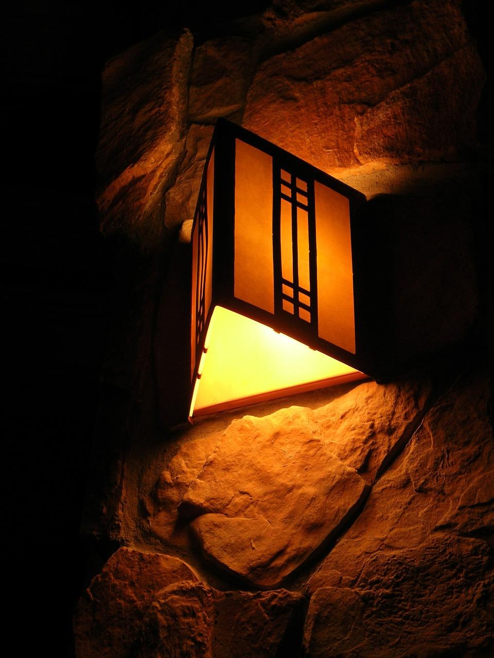 lamp-591152_1280